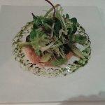 Salade en sachet sur tarte fine aux escargots