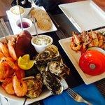 海鲜拼盘和大虾