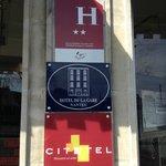 Signalétique Entrée Hotel De La Gare Nantes Station Hotel Nantes