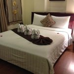 Balony room with towel elephants and fresh flower petals