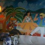 彩繪壁畫的客廳