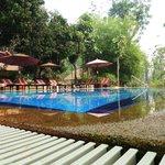 Het zwembad van het OK resort. Heerlijk relaxen.