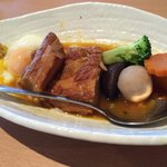 Kahuni pork belly that goes well with rice. Everything in this dish is very well done!