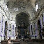 interno duomo con Altare maggiore