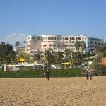 BEACH UPWARDS