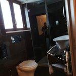 Veduta del bagno in camera