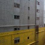 Вид из номера на соседнее здание
