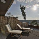 ..Alle Zimmer haben eine Sonnenterasse oder einen Balkon Richtung Park