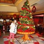 ロビーに大きなクリスマスッsリー