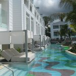 Swim out rooms/lounges/pool