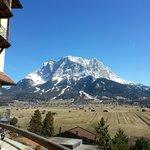 Blick von der Terrasse auf die Zugspitze