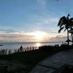 coucher de soleil au borsd de la plage de l'hotel
