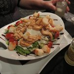 Salat mit Hühnerfilet-Streifen