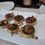 Lecker gefüllte Champignons mit Serrano-Schinken