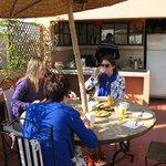 ontbijten op terras van de Riad (bij mooi weer)