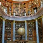 библиотека в аббатстве PANNONHALMA