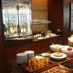 Buffet and drinks in club lounge