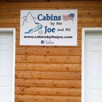Photo de Cabins by the Joe and RV Park