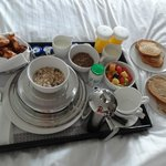 Le petit déjeuner (room service)