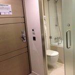 Eingang Badezimmer mit Badewanne