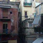 Il vicolo, dalla finestra: this is Napoli!