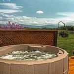 Adam's River House Hot Tub