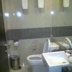 this is the bathroom :) CLEAAAAN ^^