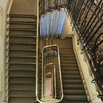 Escadaria que dá acesso aos halls dos quartos