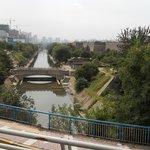 명대성벽 앞 수로