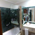 Kentenah room 4415 bathroom