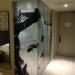 Zimmeransicht 1, Glaswand zum Bad