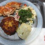 ca 60g Huhn, ein Hirsetaler, ein Artischockenboden, Salat