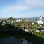 Vista del faro, de la marina y del mar desde nuestra habitación