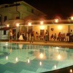 Foto scattata dalla piscina in attività serale