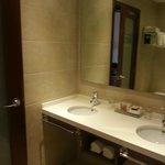 Ванная комната со свежим ремонтом