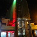 fachada con rojo