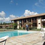piscina mais parte do hotel