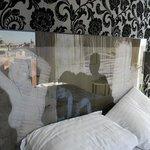 Reflets dans la sublime tête de lit ...