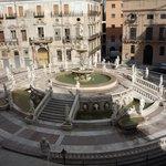 La fontana vista dalle finestre del Palazzo Comunale