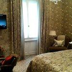 Single Room, Queen Bed