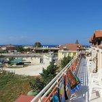 Вид с балкона во двор