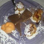 Lionesas. Sorbete de mandarina y tarta de chocolate