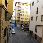 Vista desde la habitacion. (al fondo se ve el rio Arno)