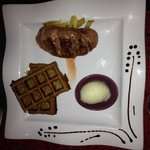 Filet de canette, gaufre de pomme de terre, sorbet pomme roquefort