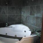 el baño con yacuzzi