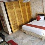 Bed & shelves Room 9