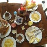 Desayuno del hotel.