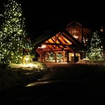 The lodge at nighttime....stunning!