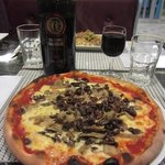 Mushroom pizza for 1 (you don't share a pizza, allegedly)