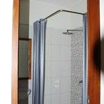 Dusche mit WC (nicht sichtbar)